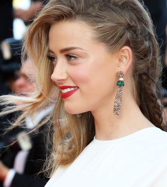 Best Hairstyle at #Cannes2014 Amber Heard in one-side braid with free natural curls on the other-side #hairstyle at the #RedCarpet during #Cannes Film Festival 2014
