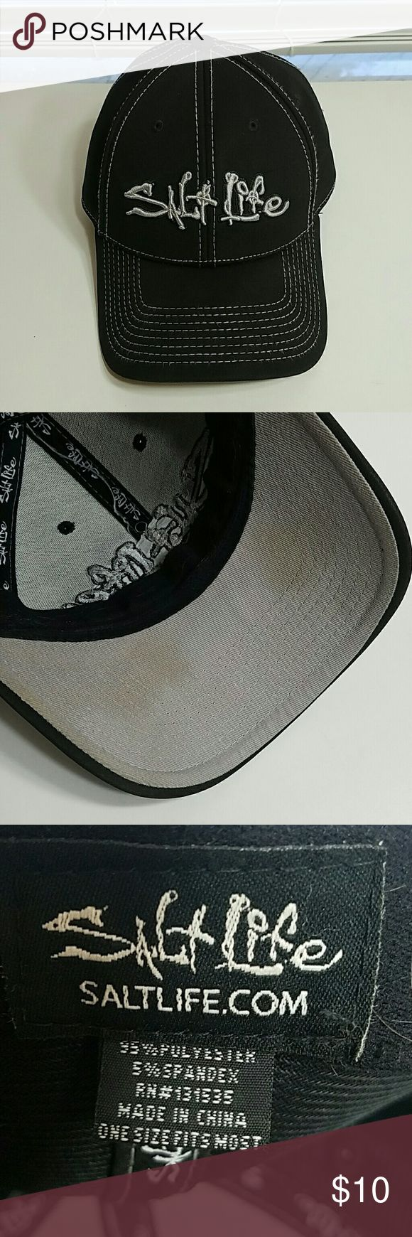 Men's Salt Life Hat OSFM. Worn a few times. Some marks on inside of Bill of hat as seen in 3rd pic. Otherwise great condition. Salt Life Accessories Hats