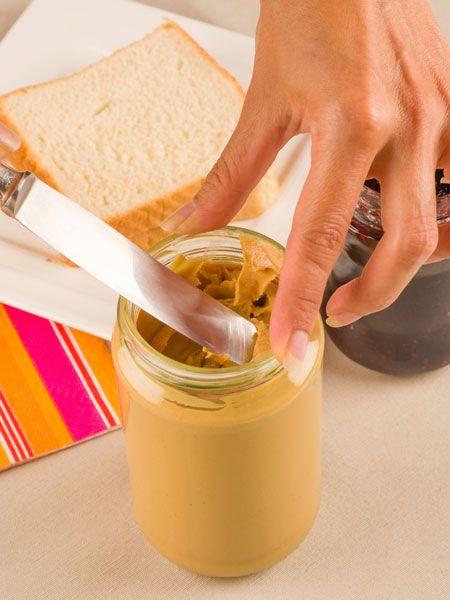 Ein Brotaufstrich aus Keksen? Die leckere Creme aus Spekulatius passt mit ihren Gewürzen perfekt zu Winter und Weihnachten.
