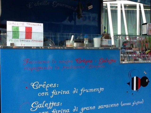 L'Abeille Gormand / Una creperie ambulante metà francese e metà italiana, che viaggia su un'Ape Vintage azzurra sulle vie di Milano