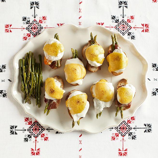 Tosta de jamón con huevos trufados gratinados