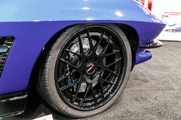 """Ever notice that sometimes the smallest details add up to make the biggest impression? #BaerBrakes' awesome """"#RS63"""" 1963 #Chevrolet #Corvette was built by the legendary #RoadsterShop. It's powered by a 750HP Edelbrock-supercharged Wegner Motorsports LS3 mated to a 4L80E transmission and rides on a Roadster Shop FAST Track chassis, giant Baer brakes, 265/30ZR19 & 345/30ZR19 Michelin Pilot Super Sport tires, and 19-inch #Forgeline #DE3C wheels finished in Gloss Black!  Photo by kcox…"""