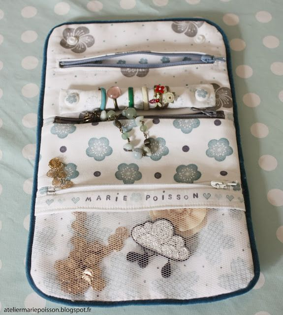 Marie Poisson: Ma trousse à bijoux à moi (2) + tuto. (http://www.marie-poisson.fr/2014/02/ma-trousse-bijoux-moi-2-tuto.html)