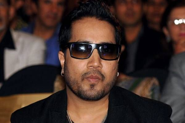 Mika Singh booked for slapping a doctor