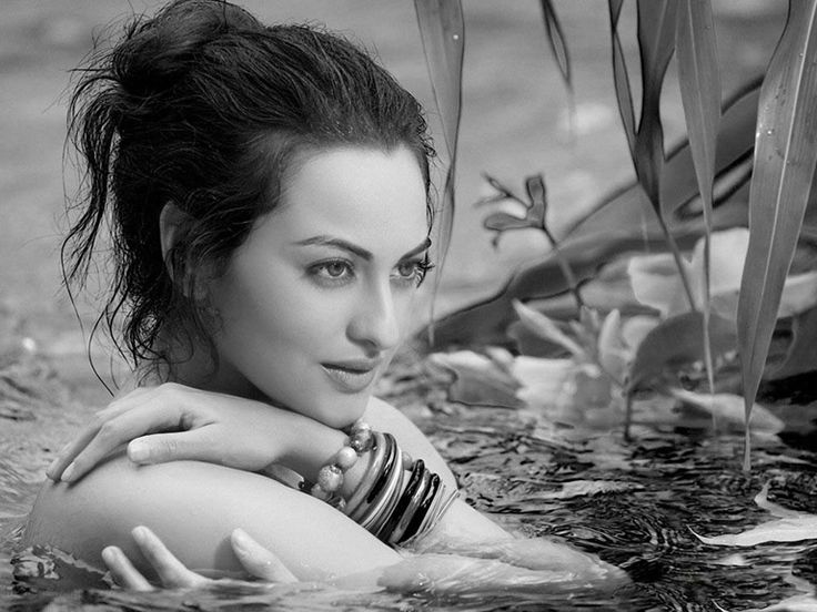 Sonakshi sinha latest hot photos in indian film actress gallery. She is daughter of actors Shatrughan sinha and Poonam sinha.Sonakshi sinha images #sonakshisinha #hotimages #bollywoodactress #latestpics