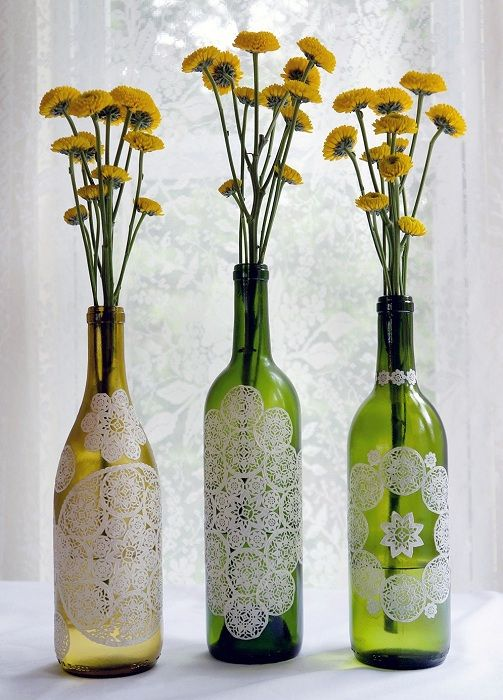 Декорирование винных бутылок при помощи ручной росписи, что может быть еще более привлекательней чем это.