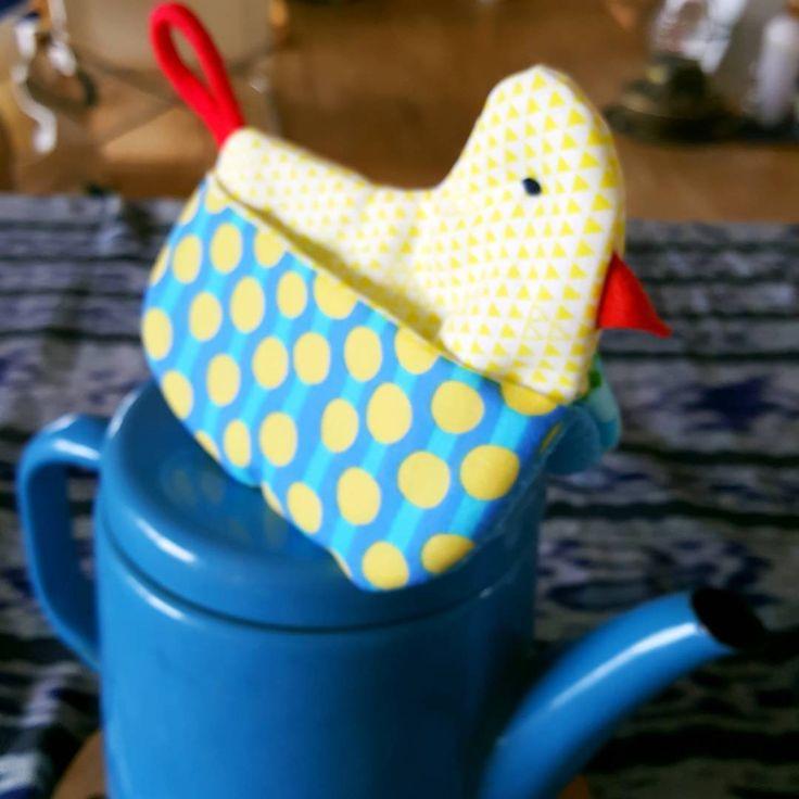 キッチンにあると便利な「鍋つかみ」ですが、最近はとっても可愛いデザインが多いのをご存知ですか?そんな可愛い鍋つかみはハンドメイド作品も多いのです。そこでここでは、基本の鍋つかみの作り方から、可愛いちょっと変わったデザインのおしゃれ鍋つかみのデザインなど、たくさんの鍋つかみをご紹介します☆