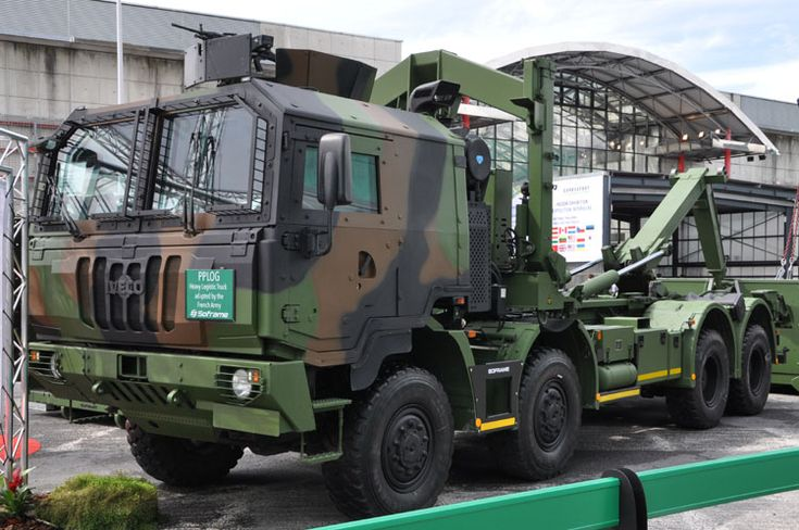 This Astra/Iveco model for military use, the M320.45W 8x8, was also at the show 2 year ago. A report is here. This is the PPLOG, a logistic truck with hooklift. | Ditzj.de - Eurosatory 2016 - 1