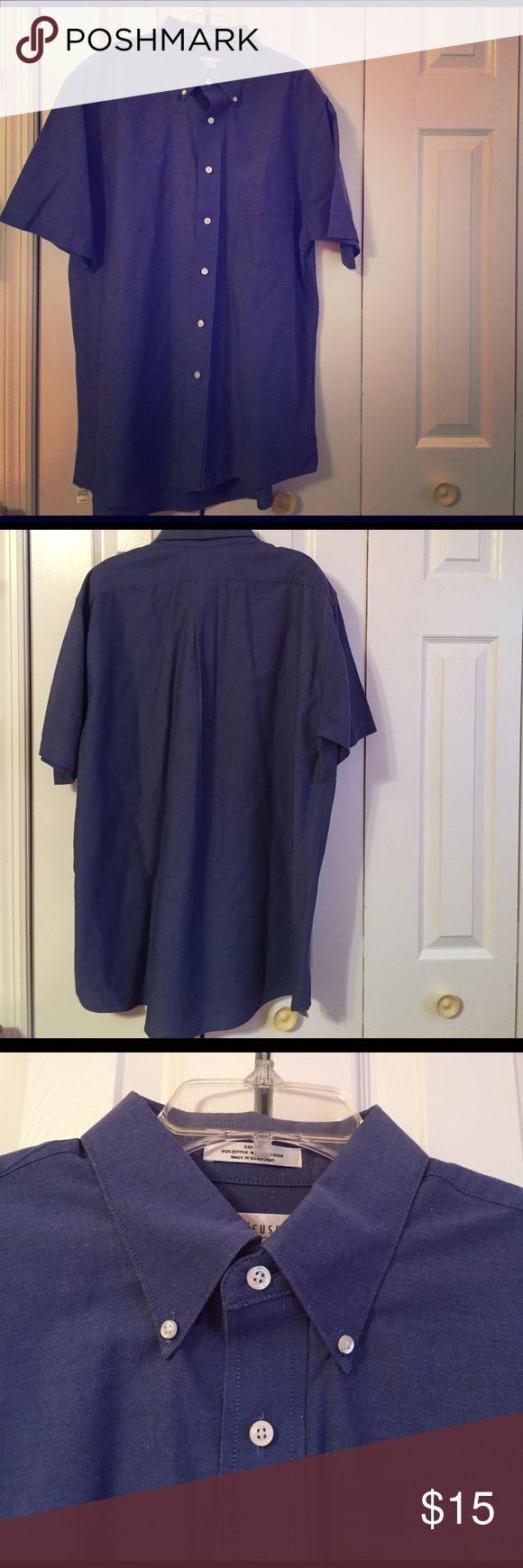 Men's Van Heusen short sleeve Oxford shirt Rarely worn, great condition. Men's short sleeve blue Oxford shirt. 16 1/2 Large. Wrinkle free material. 60% Cotton, 40% Polyester. Van Heusen Shirts Dress Shirts