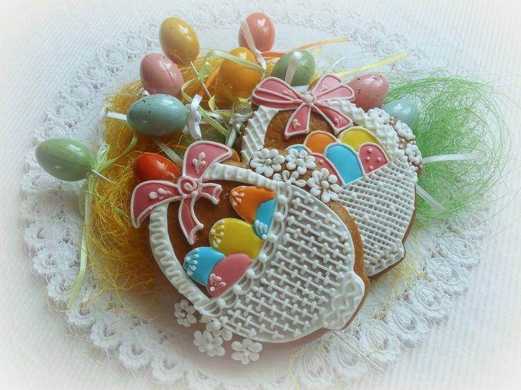 košíček z perníku vel: 13x13 - cena za jeden kus zdobeno bíle, vajíčka v košíčku barevná varianta ke košíčku (košíček v celofánovém balení)