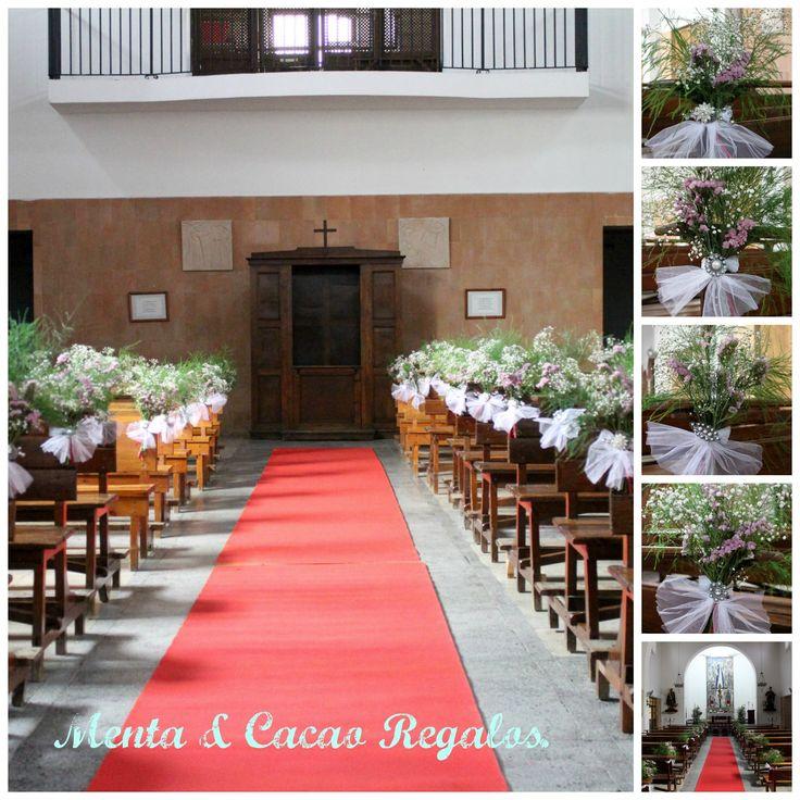 Adornos  para bancos de la iglesia,(broches vintage ,tul, y flores naturales )para la boda de P & JA.