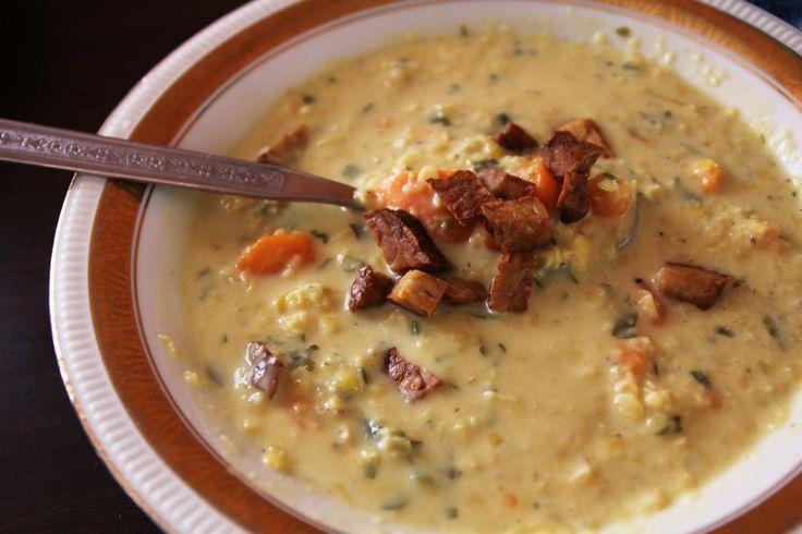15 minútová polievka z červenej šošovice, batátu, mrkvy a tempehu