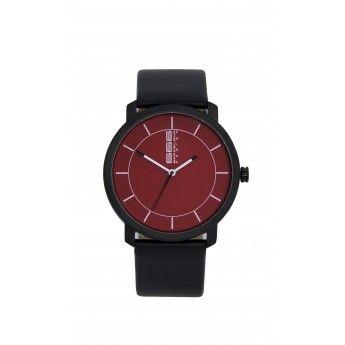 Lo que más nos gusta de este reloj es su sencilo diseño con lineas minimalistas y su comodidad, es un reloj para hombre y mujer  http://www.tutunca.es/reloj-pvd-negro-raval-666barcelona-rojo