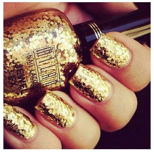 gold confetti nails