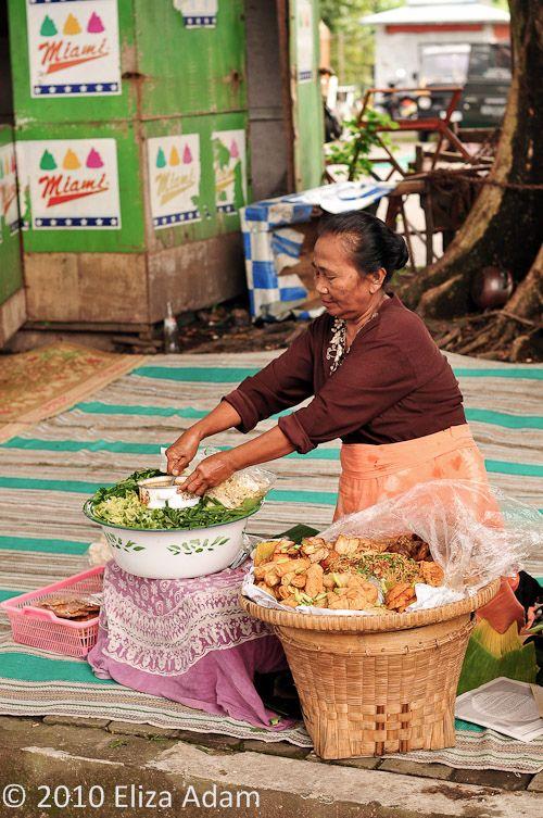 street food, pecel an Indonesian vegetable salad with peanut sauce, central Java, Indonesia