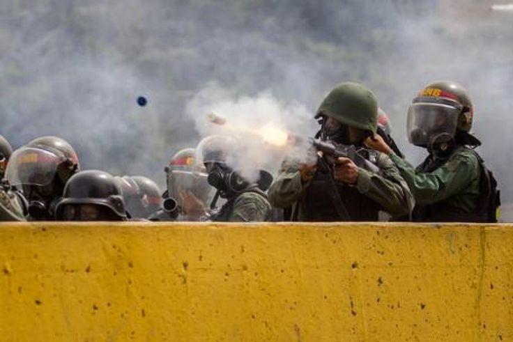 Venezuela: ucciso giovane manifestante. La Santa Sede chiede di consentire l'ingresso di cibo e medicine, data delle elezioni