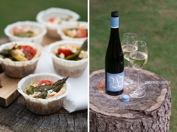 Mini-Frühlingsquiche mit Spargel, Zuckerschoten, Tomaten und Feta + Weinempfehlung von Lobenbergs Gute Weine – Dreierlei Liebelei
