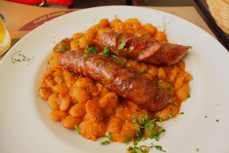 Transylvanian sausages with beans