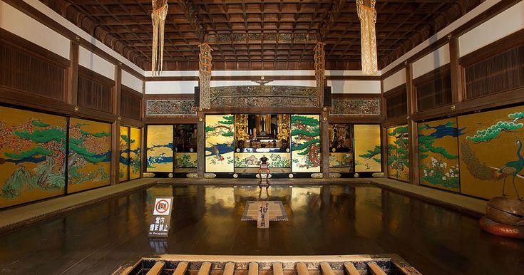 1000年以上の歴史を紡ぐ、荘厳な瑞巌寺へ瑞巌寺は、JR松島海岸駅から歩いて10分ほど。松島湾の程近くにあり、松島観光では絶対にはずせないスポットです。▲本堂と庫裡(くり)が国宝に指定されている瑞巌寺本堂へ行く前に、千葉さんが案内してくださ