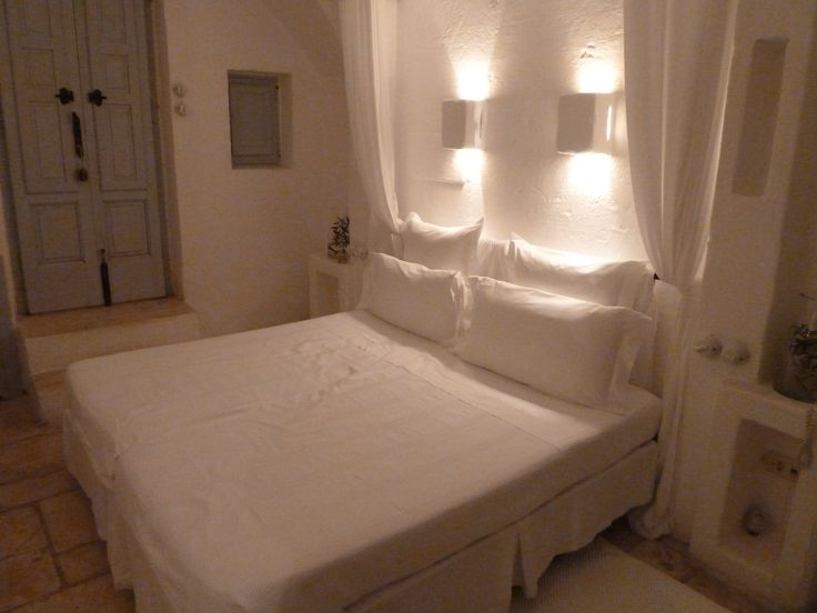 hotel room / minimalist heaven