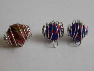 How to make wire cages for round beads.  This will come in handy for stones and other round objects as well.  (I'm thinking garden art doodahs)
