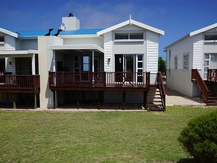 Lodge 102 Pinnacle Point - This is self-catering accommodation on the stunning Pinnacle Point Golf and Beach Resort. This recently decorated lodge is perfect for those looking to spend their holiday either relaxing by the pool or ... #weekendgetaways #mosselbay #gardenroute #southafrica