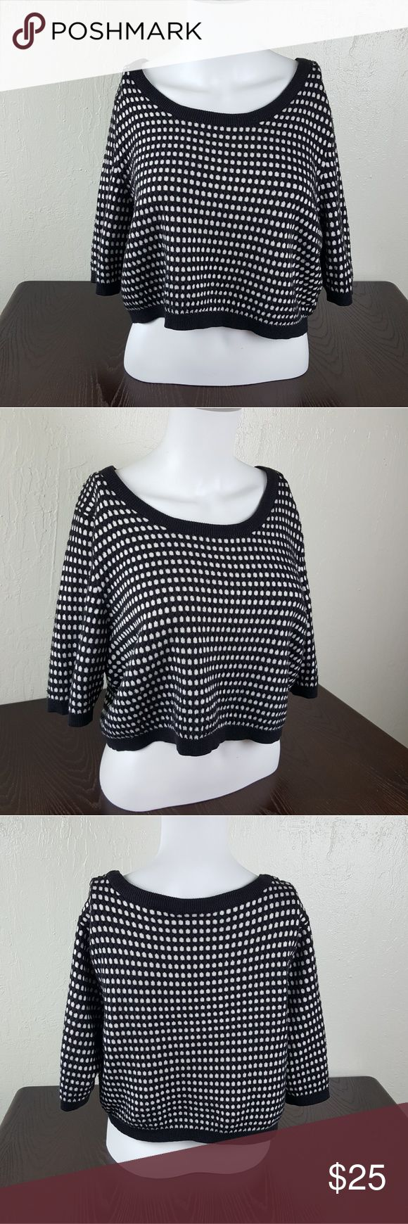 Torrid Black & White Plus Size Crop Top Torrid Black & White Plus Size Crop Top  Size- 2 (please check torrid sizes. This is a plus size item!)  Conditon- good. No rips or staining  This top is big on my mannequin so i apologize if it looks slightly off!  Super cute! torrid Tops Crop Tops