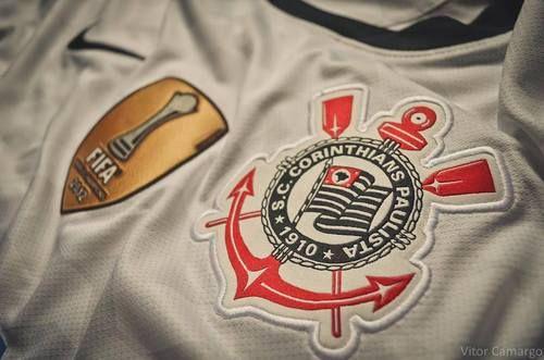 Camisa com o Brasão da FIFA campeão mundial de 2012.