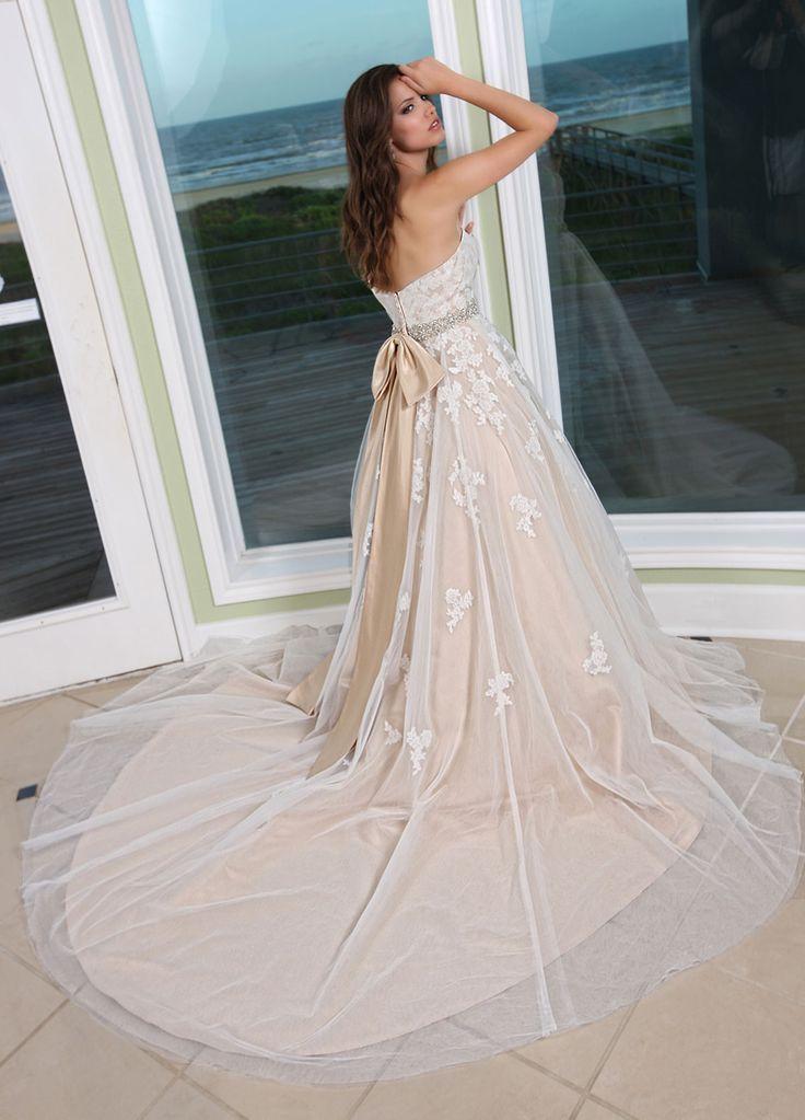 DaVinci Bridal is your ultimate destination for Bridesmaid Dresses, Designer wedding gowns and best bridal dresses online.