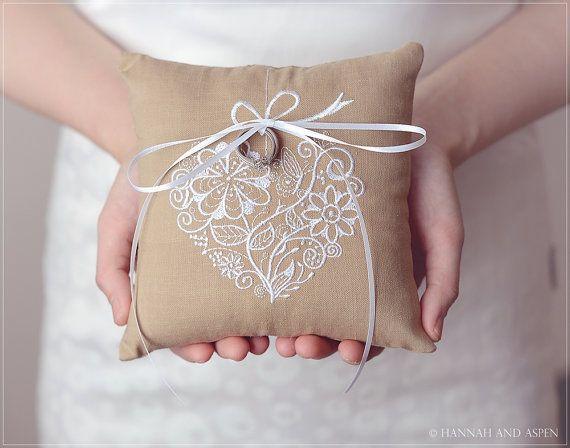 Jodie 6 x 6 bague de mariage oreiller par HannahAspensbridal