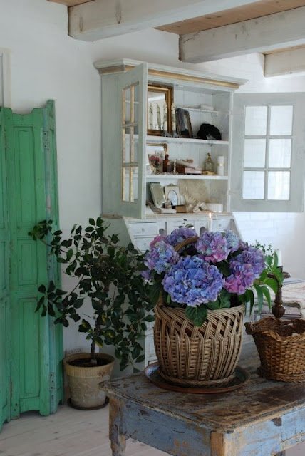 Looking for an old cabinet like this to hang in my bathroom .... desparately seeking storage