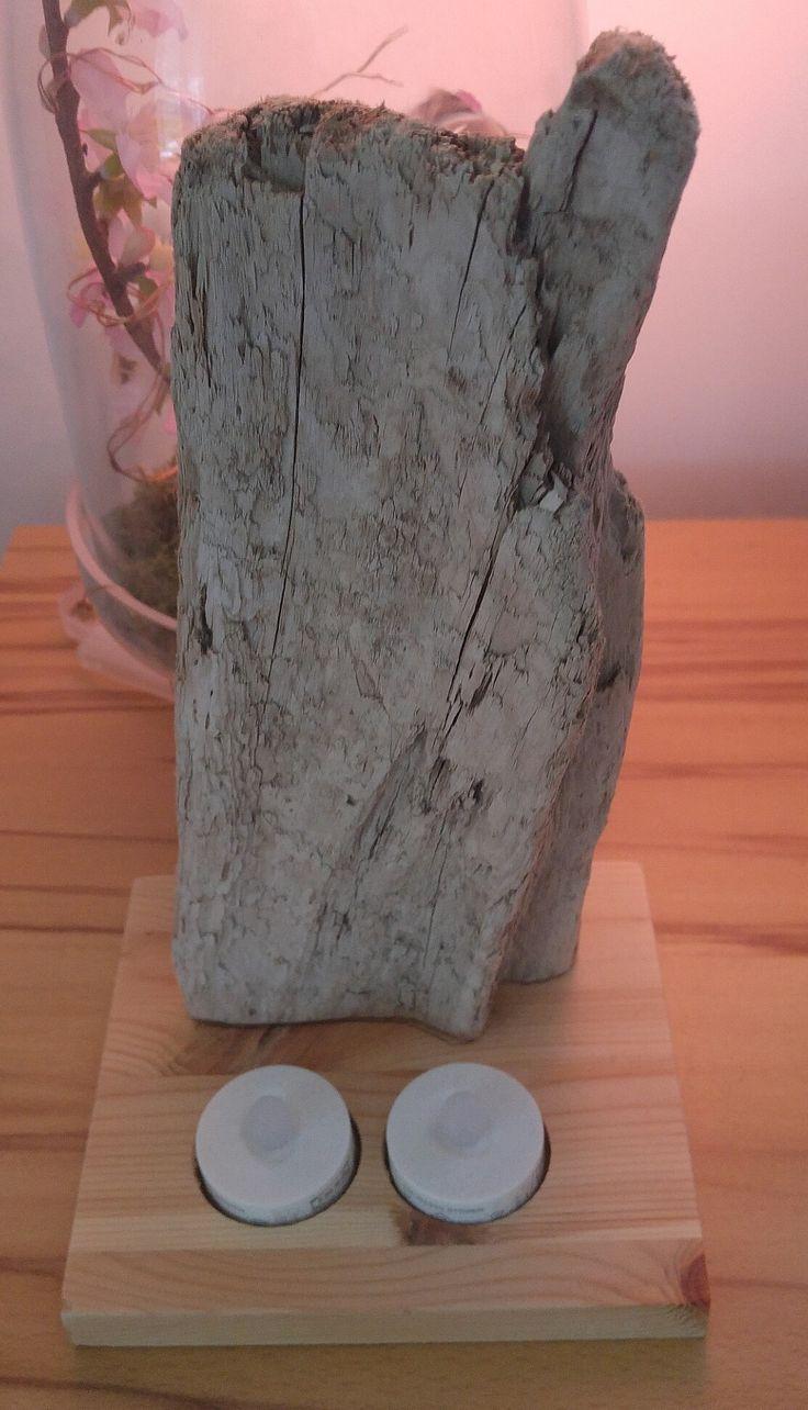 Hier einfach ein gutes Stück Treibholz vom Lech an eine 20mm Fichten Leimholzstück geschraubt von unten und zwei Batteriebetriebene Teelichter unten reingemacht und fertig ist die schöne Treibholzlampe.  :) Haut rein Hoffi