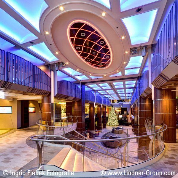 Der Geschäftsbereich Schiffsausbau der Lindner Group hat sich im anspruchsvollen Segment der Kreuzfahrtschiffe weltweit einen Namen gemacht. Mit unserer Kompetenz in Funktion, Technik und Design sind wir seit Jahren Partner bekannter Reedereien und Werften beim Bau ihrer luxuriösen Passagierschiffe.