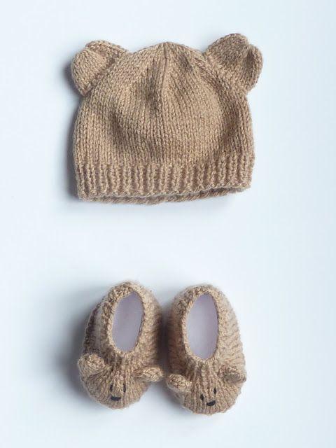 Taille naissance   Vendu          Numéro de référence : BCM0009        Petit ourson marron glacé  est un ensemble Bonnet & Chaussons en f...