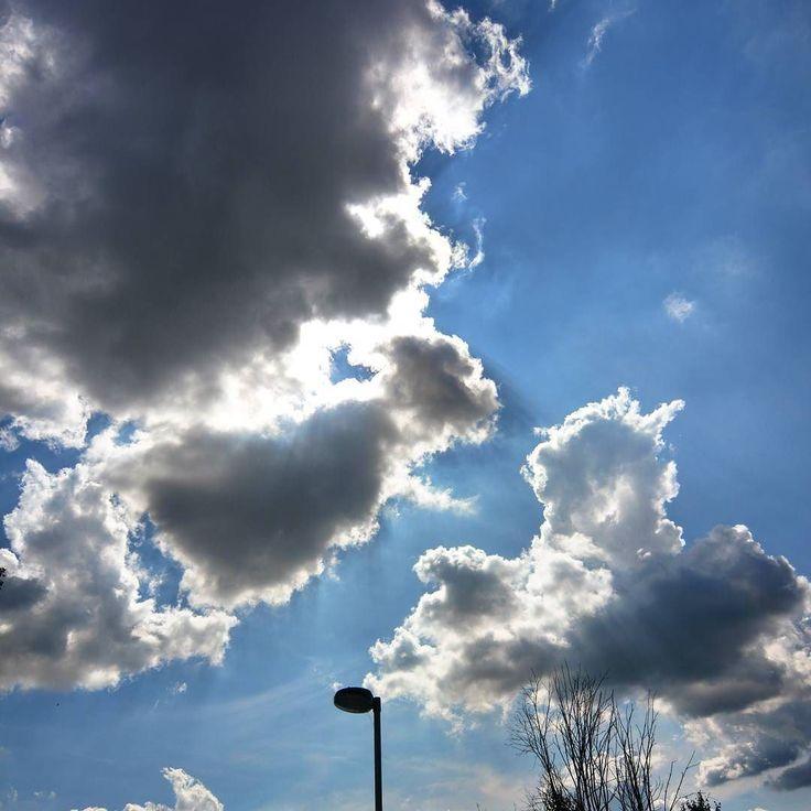 Die Sonne zeigt sich kurz #alex #sonne #wolken #grau #blau #himmel #herbst #regen #lücke #kontrast #greenape #nord #niedersachsen #makesyourlifebetter