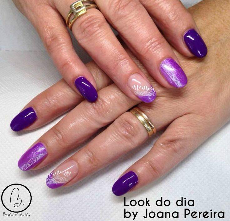 Hoje no #lookdodia temos um trabalho da nossa técnica Joana Pereira, um look com uma das cores mais requisitadas desta estação combinada com um sofisticado nail art criado por a nossa técnica. Para adquirir os artigos da imagem pode aceder ao nosso site: http://biucosmetics.com/ A cor utilizada pode visualizá la no link abaixo: http://biucosmetics.com/lila.html http://biucosmetics.com/diamonds-los-angeles.html Nail art: http://biucosmetics.com/tinta-acrilica-snow-white-10ml.html