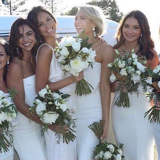 • NICKY • This beautiful One Day Bride @nicky.kiel and her bridesmaids • Photography: @imagehausweddings • #oneday #onedaybride #wedding #bride #daphnegown  #Regram via @onedaybridal
