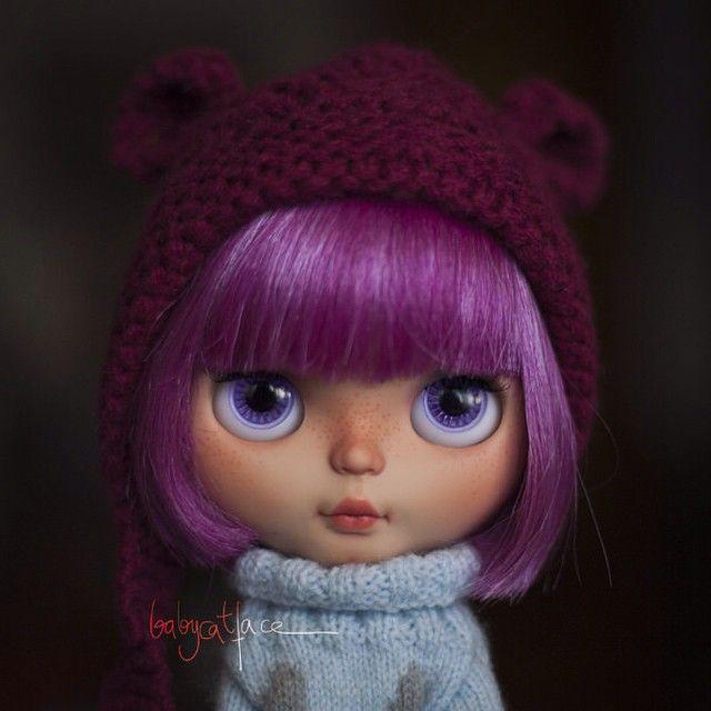 """""""Hi! I'm Naya! What's your name?"""" ------------------------------------------------ """"Hola! Soy Naya! Cómo te llamas?  #babycatfacedollies #babycatface"""