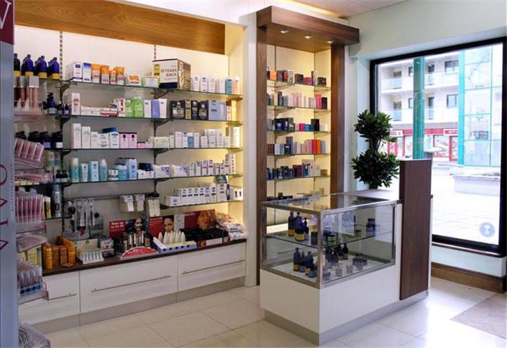Wood Style Retail Small Pharmacy Design Interior Ideas #019 ...