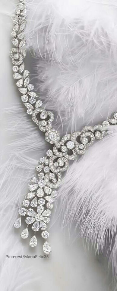 Beautiful Diamond Necklace with DK Gems, the Best jewelry stores in St Maarten, Philipsburg.