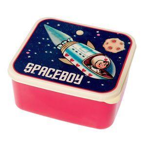 Trendy broodtrommel uit deSpace Boy serie. Gezellig om brood en fruit mee naar school te nemen. Mag in de vaatwasser. Afmetingen: 15 x 14 x ...