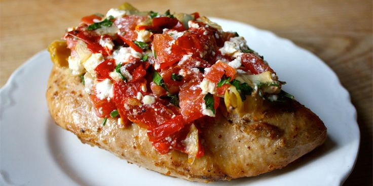 Voici une recette santé de poulet au feta, tomates et artichauts. Recette approuvée 21 Day Fix. Simple, rapide, elle se fait en 20 minutes!