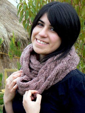 Una bufanda moderna / A modern scarf  Fundación Chol-Chol