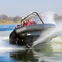 Voor de echte stoere vaders!!  Ben je op zoek naar een cadeau voor iemand die van grote snelheden houdt? Verras hem of haar eens met een spectaculaire tocht over de Maas in een RIB boat.  Trotseer met hoge snelheid de scherpe bochten, de golven op het water en zet je schrap en ervaar de ultieme adrenalinekick!  http://www.eenvaderdagkado.nl/1039/5180/adrenalinevaart-in-een-rib-boat