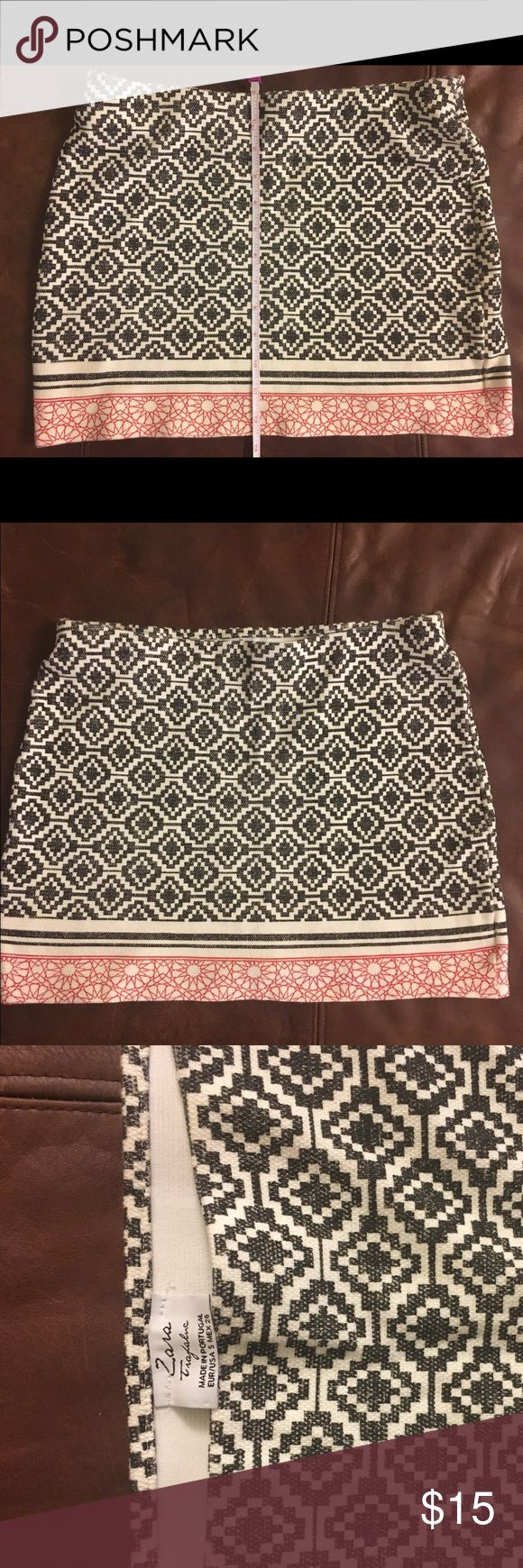 "Zara Patterned Bandeau Skirt -- great condition! New Zara bandeau mini skirt that is perfect for summer. Looks great with a tucked in shirt. Size Small. Length is 12.5"". Skirt is in great condition. Zara Skirts Mini"