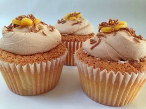 Orange marcipan cupcakes med nougat frosting (Recipe in Danish)