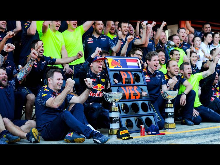 GP Barcelona 2016. P1 for Max. A group photo with the complete Red Bull racing team.