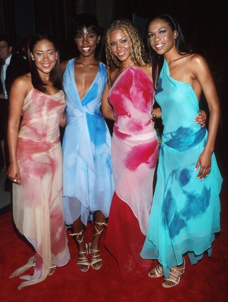 Destiny's Child in 2000  Coordinated dresses! Sigh, we miss girl groups from the early 2000s.
