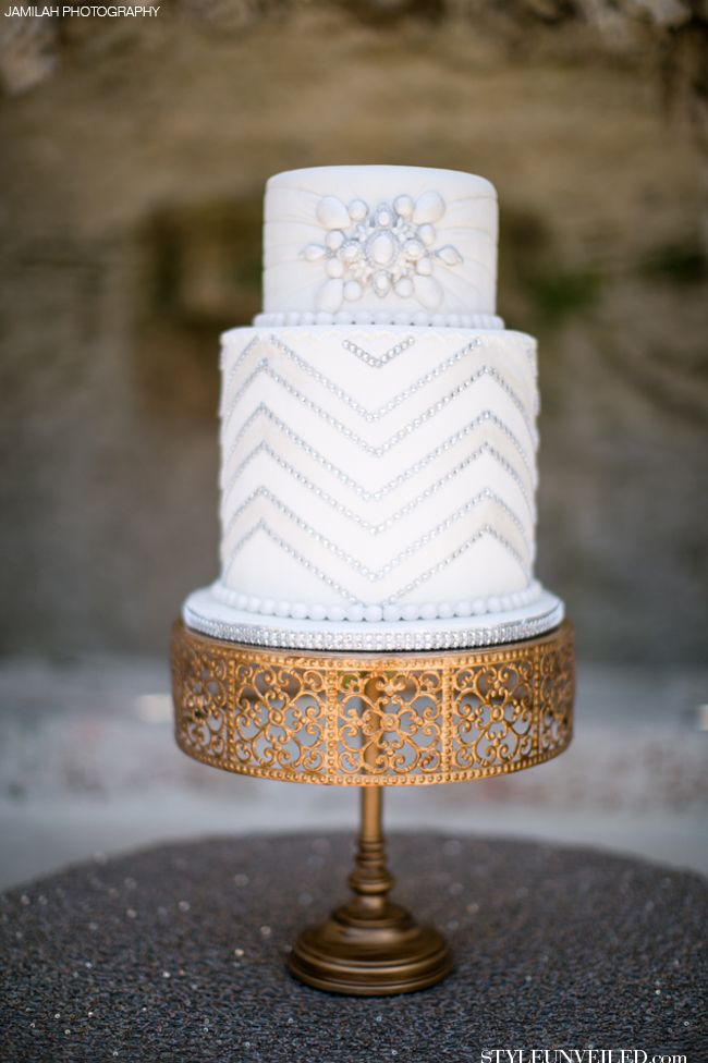 Gold Art Deco Cake Stand : Great Gatsby Inspired Wedding Cake / White Wedding Cake ...