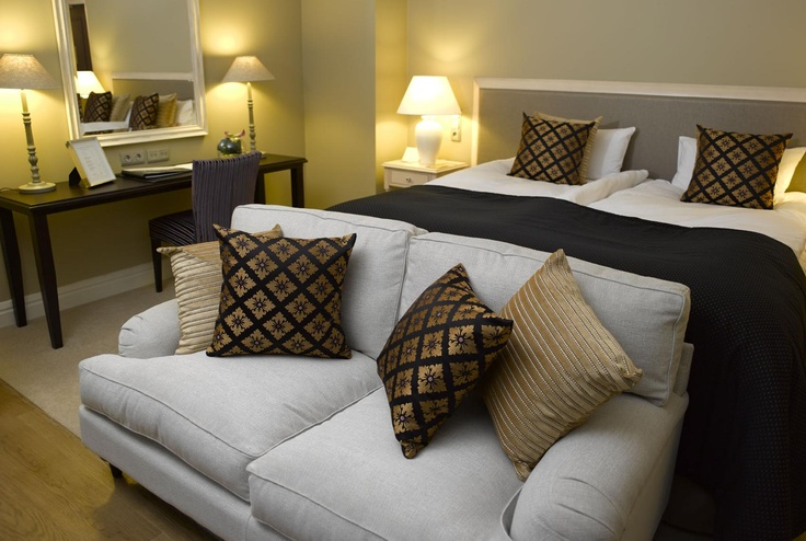 Style Room: A Style luxury room is the perfect setting for an unforgettable hotel experience. Relax on the sofa, enjoy the spa bathroom and have a good night's sleep in the wonderfully comfortable bed. Style rooms also have a convenient work space.